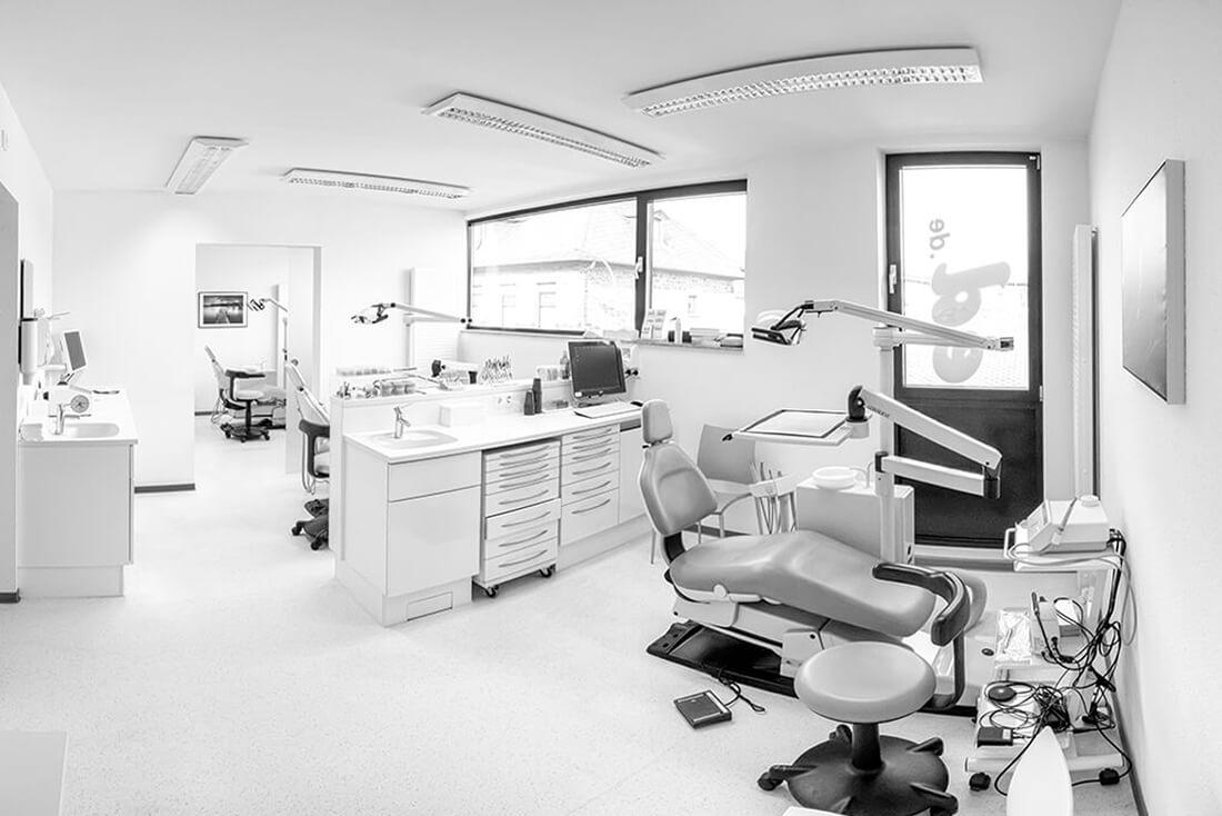 Kieferorthopaedie-St-Sebastian-Krennerich-Praxis-Behandlungszimmer